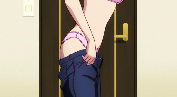 羽川翼のピンクのパンツ